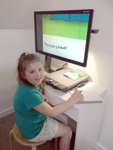 Mari using the Optelec HD